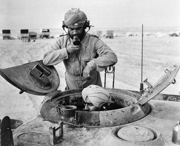 4-sikh_soldiers_manning_a_tank_in_libiya_world_war_two._0